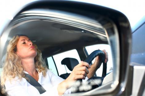 Test de coşmar: Uite ce face o femeie la examenul pentru carnetul de conducere