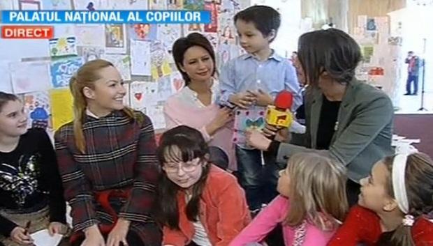 """""""Infinit pentru mama""""! Mii de copii compun, de 8 Martie, cea mai lungă scrisoare pentru mămici"""