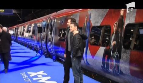 Navetiştii londonezi circulă cu trenul X-MEN, inaugurat de Hugh Jackman