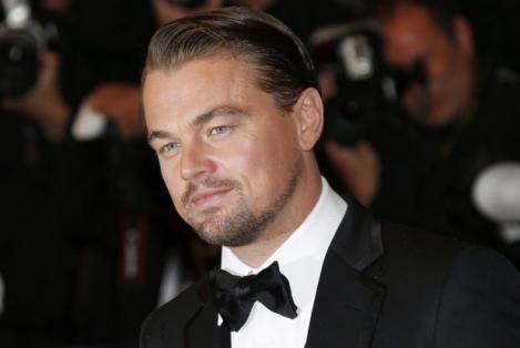 Fetelor, luaţi-vă adio de la Leonardo DiCaprio! Arată ca un moșuleț burtos!