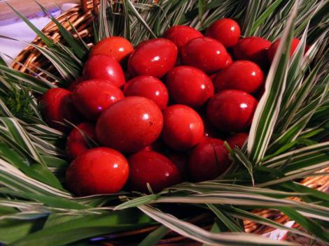 Știai că  ouăle roşii vopsite în Joia Mare nu se strică tot anul? Iată cele mai INEDITE tradiţii şi superstiţii de Paște