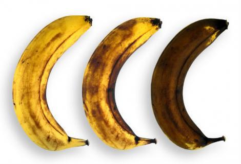 UIMITOR! Ce pățești dacă mănânci banane cu coaja neagră?