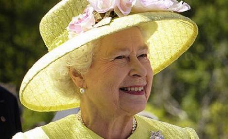 Regina Elisabeta a II-a a pozat pentru un nou portret, cu ocazia celei de-a 88-a aniversări