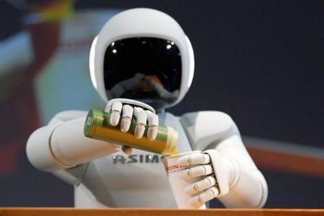Noul robot umanoid Honda ASIMO tinde să fie de un real ajutor