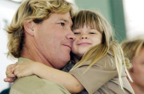 """Galerie FOTO! """"Vânătorul de crocodili"""" ar fi fost cel mai mândru tată... Cum arată astăzi Bindi, fiica lui Steve Irwin și ce s-a ales de ea!"""