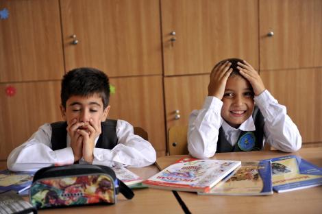 Examenele naţionale, amânate din lipsă de bani