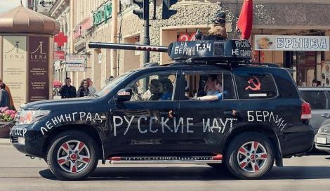 """INEDIT! De Ziua Victoriei rușii defilează cu """"tancuri"""" de uz casnic"""