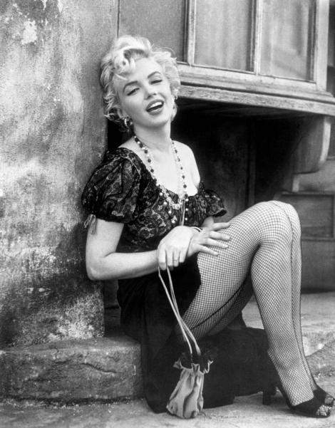 Imagini RARE! Marilyn Monroe, pe când era o necunoscută şi câştiga 10 dolari pe şedinţa foto!