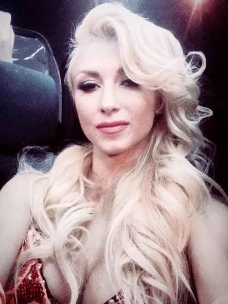 """Toţi bărbaţii se bucură de """"burlăcia"""" ei! Andreea Bălan, decolteu ameţitor de sexy"""
