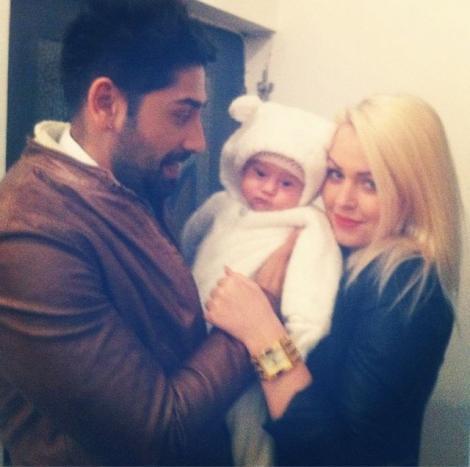 Cea mai frumoasă poză de familie! Connect-R, Misha şi Maya, un TRIO perfect
