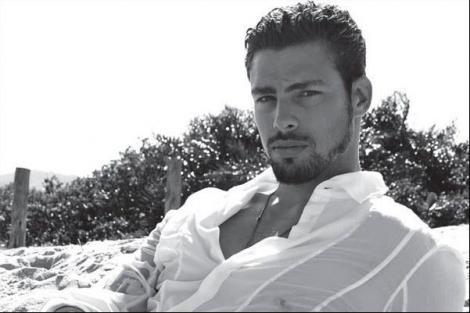 De dragul lui te-ai uita la telenovele! Uite cum arată cel mai HOT actor brazilian
