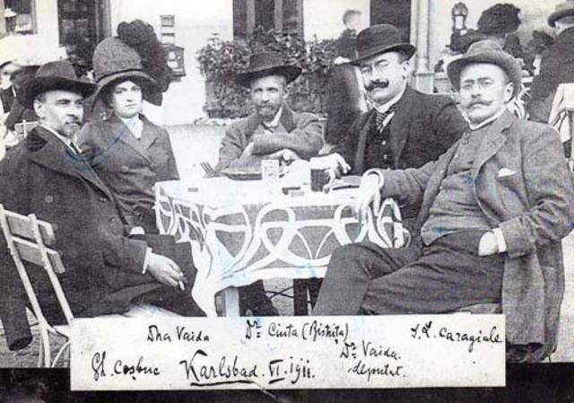 O fotografie cu o valoare INESTIMABILĂ! Caragiale, Coşbuc şi Vaida-Voievod, la o bere!