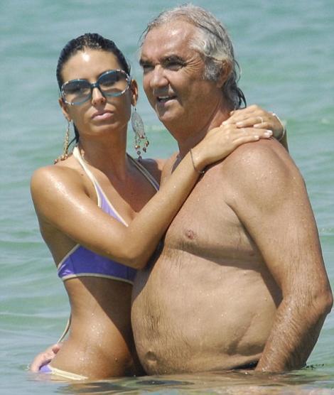 Dacă sunteți iubitori de Formula 1, trebuie să vedeți cum ARATĂ femeia din brațele lui Flavio Briatore