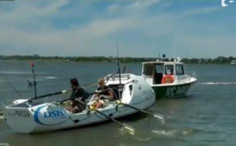 Călătorie incredibilă! Doi tineri au traversat Atlanticul într-o barcă cu vâsle