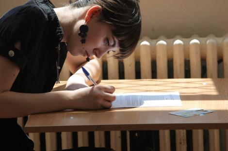 EVALUAREA NAŢIONALĂ: Elevii susţin proba la matematică