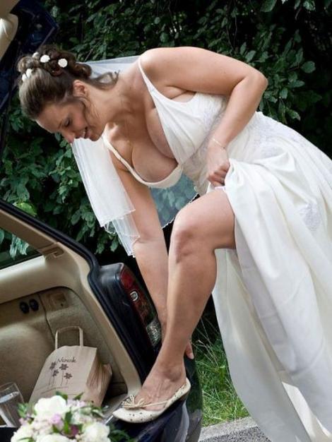 FOTO! Decolteul miresei, cireașa de pe tort: Uite de ce au avut parte invitații acestei nunți!