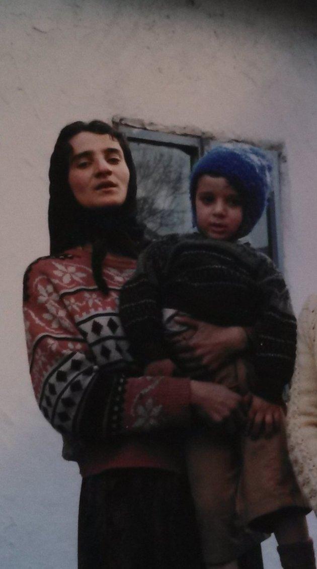 Generația Pierdută   În orfelinatul din România s-a îmbolnăvit de RÂIE!