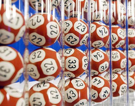 S-a îmbogăţit la loterie, dar trebuie să-şi împartă câştigul cu un chelner: Motivul este uluitor!