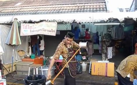 Rămâi uimit! Așa se servește ceaiul cu gheață în Thailanda