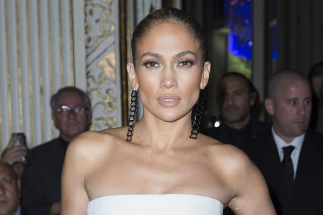 Jennifer Lopez, provocatoare la 44 de ani, în costum de baie