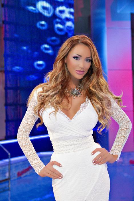 """Bianca Drăguşanu: """"Nu mă  deranjează că sunt considerată o păpuşă Barbie"""""""