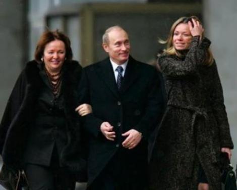 Fiica lui Vladimir Putin a părăsit Olanda, după ce primarul orașului în care locuia a cerut deportarea ei