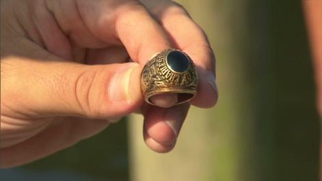 O americancă şi-a recuperat un inel la 60 de ani după ce l-a pierdut