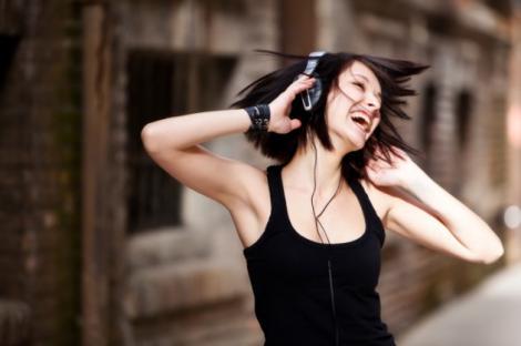 INCREDIBIL! Muzica te poate face MAI PUTERNIC! Află SECRETUL