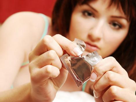 Britanicii au găsit înlocuitor pentru prezervative! E de neimaginat ce folosesc
