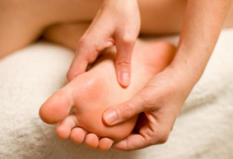Ai bătături? Scapă de le cu 10 remedii naturale