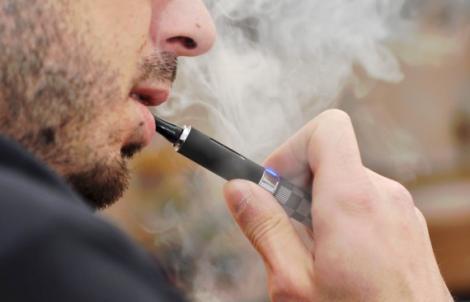 Tu fumezi ŢIGARĂ ELECTRONICĂ? Uite ce PERICOL ascunde!