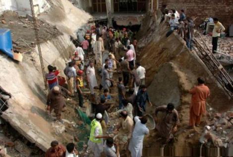 TRAGEDIE! O moschee s-a prăbuşit în Pakistan. Cel puţin 24 de persoane au murit