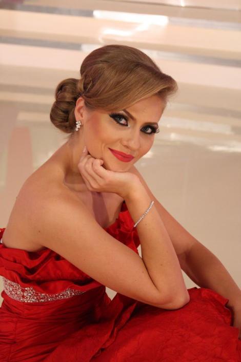 Vedeta Antenei 1, Mirela Boureanu Vaida, îşi arată înclinaţiile culinare în bucătăria lui Nicolai Tand de la Antena Stars