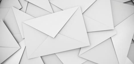 Un poștaș a furat peste 40.000 de scrisori: Avocatul care l-a scăpat de închisoare are o explicație halucinantă!