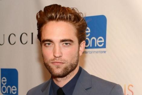 """Robert Pattinson și-a dezamăgit fanii cu noua lui iubită! """"Zici că-i o maimuță!"""""""