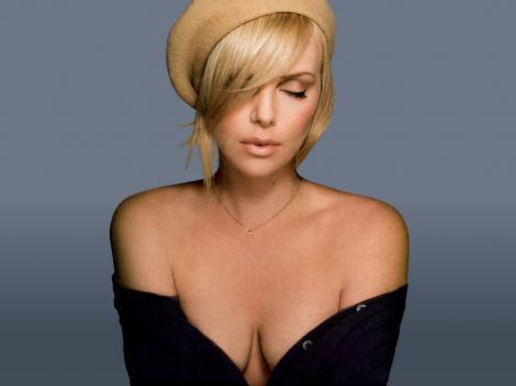 """ASTĂZI. 20:30. Charlize Theron, una dintre cele mai sexy actriţe """"în stil italian"""""""