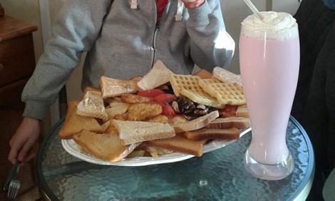Nu e bombă, e obuz caloric: Acesta este micul dejun de 8.000 de calorii, care te poate omorî!