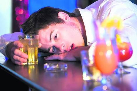 Ai băut sau mâncat mult de Revelion? Iată ce trebuie să faci pentru a-ți reveni INSTANT!
