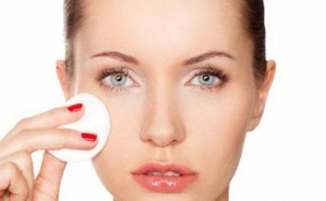 Ai acnee sau pete pe faţă? Iată cum trebuie să îţi tratezi tenul