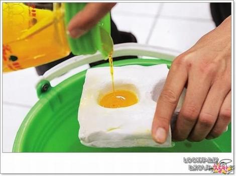 Imagini incredibile! Să vezi și să nu crezi! Ei pot să facă orice: Uite cum confecționează chinezii ouă artificiale (VIDEO)