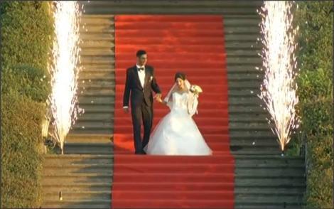 Emoții și fericire maximă! Maria și Gheorghe, intrare spectaculoasă la Palatul Brukenthal, unde are loc petrecerea de nuntă