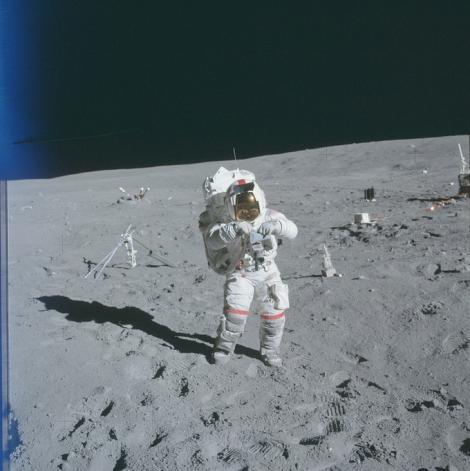 Imagini nemaivăzute: Peste 8.400 de fotografii din misiunile NASA pe Lună au fost făcute publice