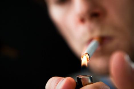 Veste proastă pentru fumători! Aprinderea țigării îți poate aduce o amendă de 500 lei!