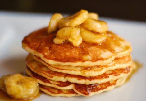 Cum să faci clătite fără făină. Un mic dejun delicios, realizat din două ingrediente banale