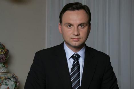 Președintele Poloniei a ajuns la locul tragediei de la clubul Colectiv