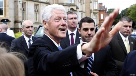 Cele mai multe vizite internaţionale efectuate de către un preşedinte american: A văzut 74 de state în timpul mandatului şi a intrat în Cartea Recordurilor