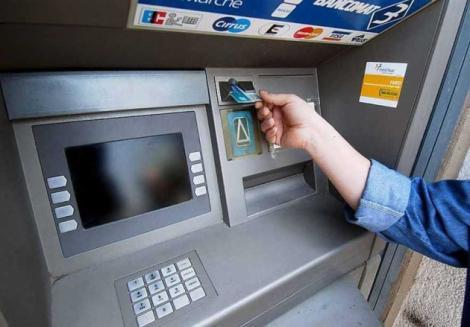 Anunţ important pentru posesorii de carduri! Ce se întâmplă cu banii din conturi