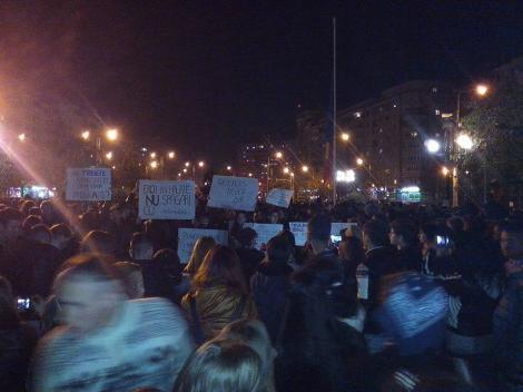 ROMÂNIA A IEŞIT ÎN STRADĂ! Peste 2.000 de oameni protestează la Ploieşti
