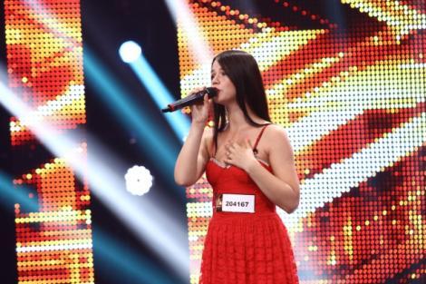 Una dintre cele mai iubite concurente X Factor a anunţat că este însărcinată în patru luni