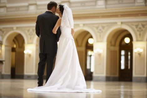 Te-ai gândit la asta? Data nunţii vorbește despre VIITORUL căsniciei tale